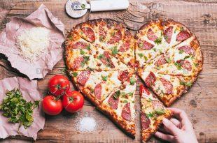 پیتزای قلبی پخته شده با قالب پرینت سه بعدی مخصوص دوران کرونا